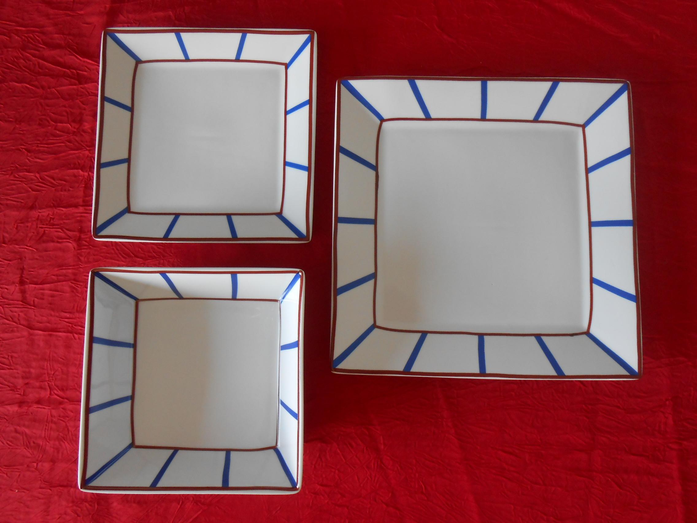 Assiettes plates carrées