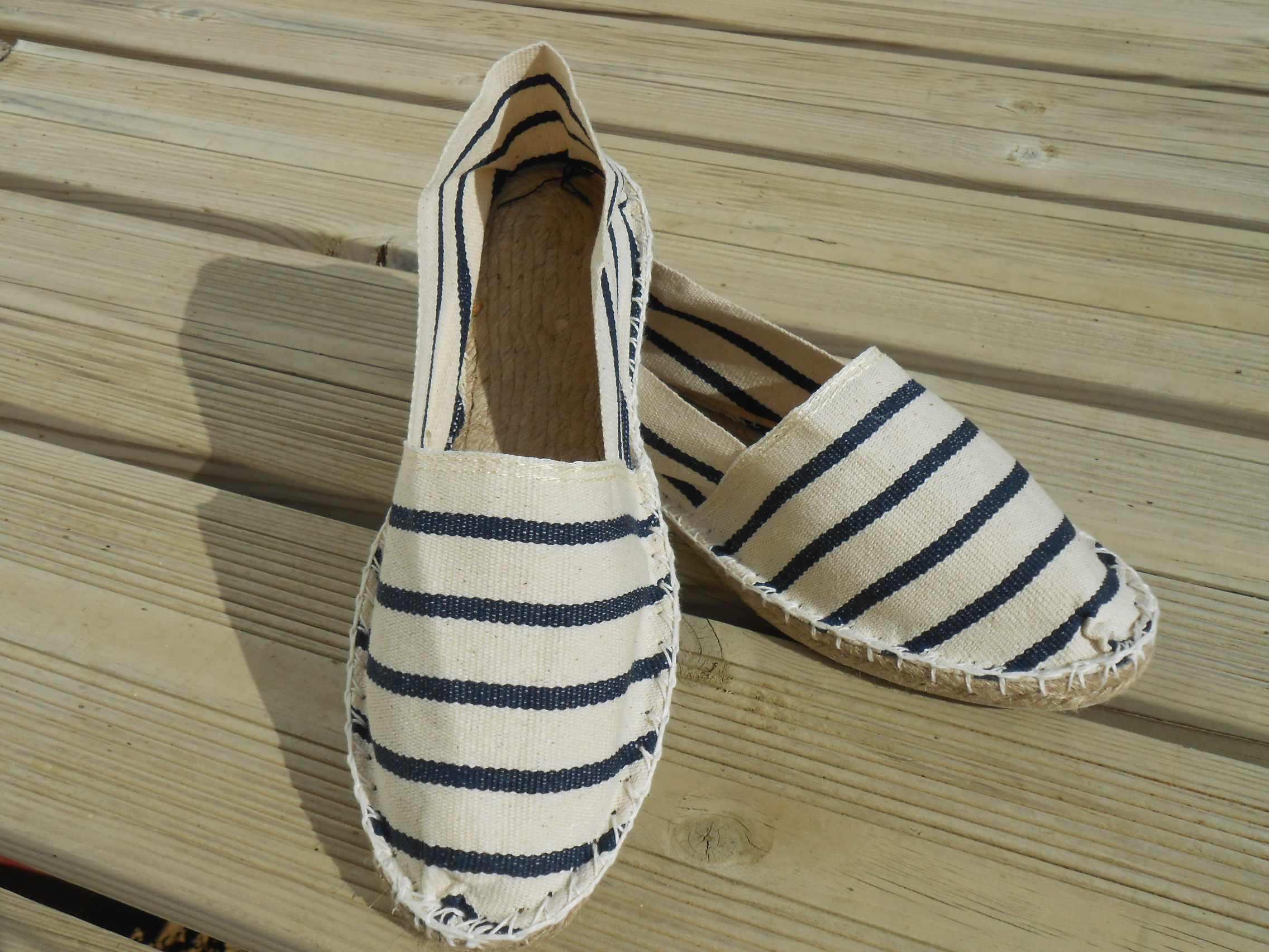 Espadrilles marines et blanches taille 42